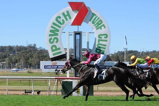 ipswich turf club winning post.jpg