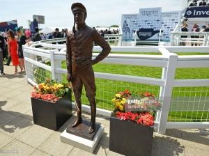 lester piggott bronze statue ascot racecourse